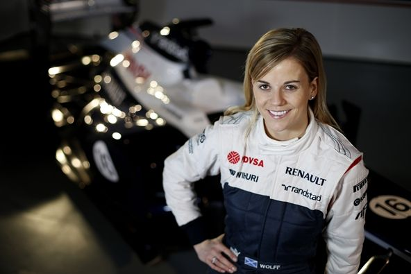 susie-wolff-f1-racing-motorsports-carchicks-carchix-female-woman-formulaone-formula-one